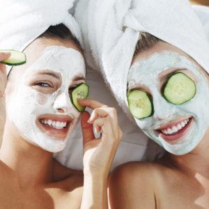 Tulsi ja neemi mask akne ja plekilisele nahale