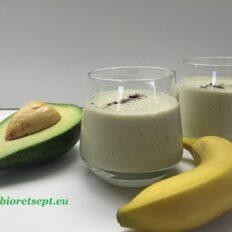 Avokaado-banaani smuuti