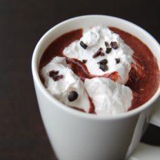 Red velvet kakao punapeediga